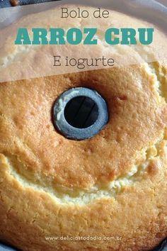 Deliciosa receita de bolo feita de arroz cru sem farinha de trigo e com iogurte. #BolodeArroz #TortaseBolos #Receitas