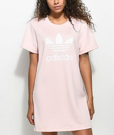 Highlight fashion's latest trend with the Pale Pink Trefoil Tee Dress from adidas. This t-shirt dress offers a loose fit with a pique knit construction for a textured look. Completed with an adidas Trefoil logo printed on the front in white.