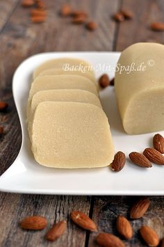 Marzipan / Marzipanrohmasse selber machen - Marzipan selbst herstellen Imágenes efectivas que le proporcionamos sobre diy crafts Una imagen de - Raw Food Recipes, Sweet Recipes, Snack Recipes, Cheesecakes, How To Make Marzipan, German Christmas Cookies, Marzipan Cake, Candied Almonds, Thermomix Desserts