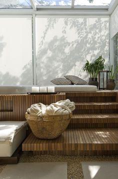 Deck de madeira com futtons