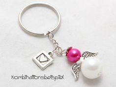 """Der Schutzengel-Anhänger """"Herzanhänger"""" kommt im edlen Perlen Design daher!  Die Acrylperlen lassen sich sowohl klassisch, schlicht als auch farbenfroh und fröhlich kombinieren! Das Blättchen mit... Angel Pendant, Beaded Bags, Jewelry Accessories, Handmade Jewelry, Christmas Gifts, Pendants, Charmed, Etsy Shop, Bago"""