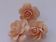 More flowers tutorial - (Translate) - These are done with Japanese air-dry clay but the technique should work with regular PC. #Polymer #Clay #Tutorials