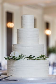 Rustic iced cake: http://www.stylemepretty.com/little-black-book-blog/2015/07/24/elegant-organic-chicago-history-museum-wedding/ | Photography: Ann & Kam - http://www.annkam.com/  #wedding #cake #cupcake #caketopper