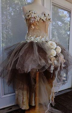 BENUTZERDEFINIERTE handgefertigte Wedding Dress Mini Plus Tail Beige Rosen Tüll bestickt Vintage aus Spitze Größe 12