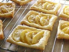 Sfogliatine alle mele: croccanti ed irresistibili dolcetti di pasta sfoglia con un interno di mele cotte, profumate di cannella, golose ed irresistibili