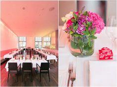 Hochzeitsfeier im Restaurant Ven in Düsseldorf,  Hochzeitstischdekoration pink, Detailaufnahme, Foto: Violeta Pelivan
