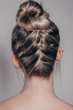 Além de fácil e rápido, este penteado deixará você super linda, moderna e…