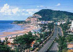 Bà Rịa – Vũng Tàu là một tỉnh ven biển thuộc vùng Đông Nam Bộ Việt Nam. Nằm trong vùng kinh tế trọng điểm phía Nam, Bà Rịa – Vũng Tàu nằm ở vị trí cửa ngõ ra biển Đông của các tỉnh trong khu vực miền Đông Nam Bộ