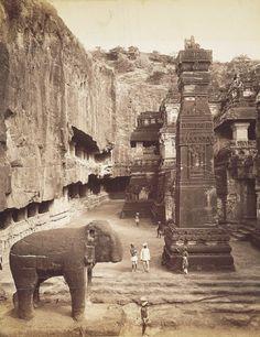 Kailash Temple of Ellora, Maharashtra / Vintage India Photographs Indian Temple Architecture, India Architecture, Ancient Architecture, Ancient Buildings, Vintage India, Ancient Aliens, Ancient History, Ajanta Ellora, Temple India