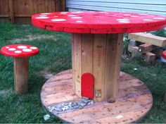 BargainFun: Toadstool table and stools Yard Furniture, Outdoor Furniture, Mushroom Stool, Spool Tables, Outdoor Tables, Outdoor Decor, Outdoor Learning, Kids Playing, Play Ideas