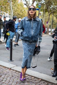 Street Style Looks to Copy Now Street style fashion / Fashion week / Photo: Sandra Semburg Vogue Paris, Look Jean, Estilo Denim, Latest Fashion For Women, Womens Fashion, Cheap Fashion, Mode Jeans, Acid Wash Jeans, Street Style Blog