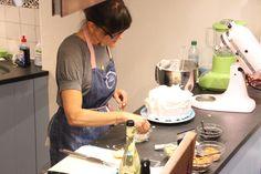 Cynthia bei der #Zubereitung ihrer einmaligen #Kokos #Kirsch  #Torte. Verfeinert mit unseren knackigen #Kokoschips und saftigen #Kirschen war sie das absolute  #Highlight :)!