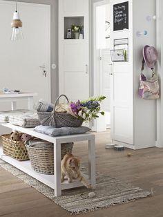 Hier ist noch etwas Raum zum Spielen - das platzsparende Regal wird von Ihrer Katze auch gerne mal zweckentfremdet.
