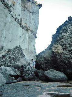 Steilküste aus Vulkanbomben und Sandstein. Voller Fossilien.   http://www.ferienwohnungen-spanien.de/San-Juan-de-los-Terreros/artikel/pulpi-andalusiens-geheime-goldstrande