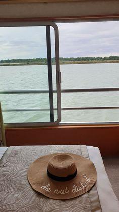 Navio Beethoven CroisiEurope - cruzeiro Danúbio © Viaje Comigo Bratislava, Tours, Panama Hat, Traditional Homes, The Journey, Ship, Traveling, Panama