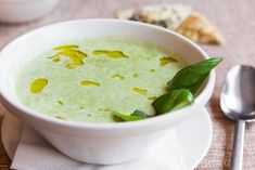 Une recette de potage au brocoli Sauce Tartare, Cheeseburger Chowder, Hummus, Broccoli, Avocado, Pudding, Fruit, Ethnic Recipes, Desserts