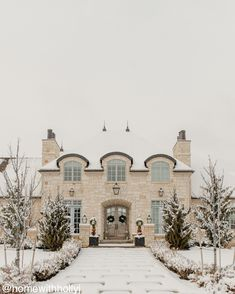 A gorgeous Utah home tour that is one of the prettiest French country homes I've seen! It's grand in scale, yet decorated for real life family and friends. #utahhomes #beautifulhomes #elganthomedesign #frenchcountryhome #frenchcountrydesign #homedesign #homeideas #designideas #bluedecor