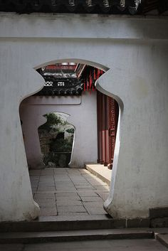 Doors in Yuyuan Garden China Architecture, Ancient Architecture, Architecture Details, Chinese Door, Chinese Garden, Shanghai, Garden Doors, Chinese Culture, Architectural Elements