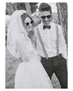 Novios con mucho rollo  #goodnight #buenasnoches #wedding #weddingday #boda #bride #bridetobe #bridal #onedaybridal #onedaybride #novia #groom #bridaldress #vestidodenovia #weddingdress #style #bohobride #bohemia #bohemian #inlove #amazing #espectacular #beautiful #stunning #weddinginspiration #inspiration #love #like #picoftheday #siempremia