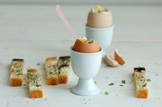 Boiled eggs - Poppy seeds, chives, goat cheese & bread