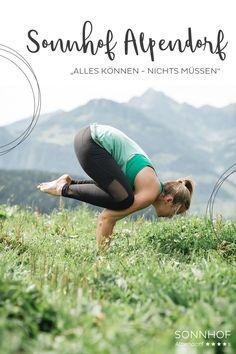 """""""Alles können, nichts müssen"""" So ist es auch beim Yoga. Nach Lust und Laune können Sie während des Urlaubs im Sonnhof Alpendorf mitmachen beim Yoga auf der Alm mit anschließendem Frühstück #salzburgerland #österreich #visitaustria #yoga #yogaimurlaub #sommerurlaub #vollsonnhof"""