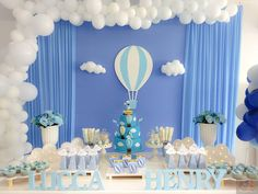 A festa de um ano do Lucca Henry ficou um encanto... #balao #temabalao #festabalao #decoracaobalao #festainfantil #festamenino #decoracaoinfantil #decoracaomenino #festa #decoracao #bolofake #menino #maedemenino #paidemenino #mundoazul #achadosdasemana #maefesteira #maeempreendedora #feltro #felt #fotografia #follow4follow #abcd #2gdecoracoes Fiesta Baby Shower, Boy Baby Shower Themes, Baby Shower Balloons, Baby Boy Shower, Balloon Birthday Themes, Baby Boy First Birthday, Baby Christening, Backdrops For Parties, Balloon Decorations