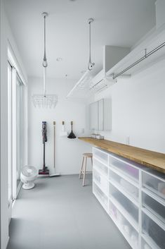 Hanging rod in ceiling Room Design Bedroom, Small Room Bedroom, Bedroom Decor, Small Rooms, Bedroom Ideas, Laundry Room Design, Laundry In Bathroom, Muji Haus, Landry Room