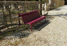 Op Begraafplaats Zwanenburg zijn er een aantal kleurrijke FalcoPerfo parkbanken geplaatst. Outdoor Furniture, Outdoor Decor, Netherlands, Holland, Bench, Home Decor, The Nederlands, The Nederlands, The Netherlands