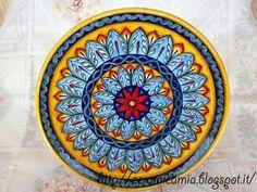 Piatto di #ceramica dipinto a mano. 30 cm. #Deruta #Italy http://ceramicamia.blogspot.it/p/piatti.html