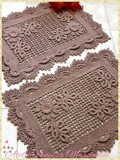 super Ideas for crochet doilies placemat rugs Crochet Doily Rug, Crochet Placemats, Crochet Bedspread, Crochet Doily Patterns, Crochet Gifts, Filet Crochet, Cute Crochet, Tapete Doily, Rag Rug Tutorial