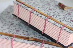 Ganhei um bule chinês, veio embrulhado em um lindo papel de seda. Adivinha o que virou? Caderno!
