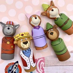 Wood Peg Dolls, Clothespin Dolls, Cork Crafts, Diy Arts And Crafts, Diy For Kids, Crafts For Kids, Handmade Wooden Toys, Clothes Pegs, Doll Stands