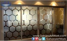 Design you office glass doors and partitions with your own unique and customized sandblast designs! Made from clear glass and sandblasted hexagons, complemented with ROYAL° handles and accessories.
