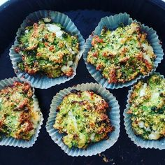 broccoli-cheese muffins Food To Go, A Food, Food And Drink, Vegetarian Recipes, Healthy Recipes, Cheese Muffins, Broccoli And Cheese, Healthy Baking, Kids Meals
