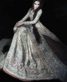 D3613 Anarkali Bridal Wear, Anarkali Bridal Dresses Pakistan, Off White Designer Bridal Anarkali Women
