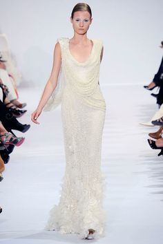 See the complete Elie Saab Fall 2009 Couture collection.