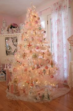 Thinking about girly and shabby chic Christmas trees? Then try these adorable Pink Christmas tree Ideas that will make your hme look romantic & magical. White Christmas Trees, Beautiful Christmas Trees, Noel Christmas, Holiday Tree, Christmas Tree Decorations, Christmas Mantles, Silver Christmas, Vintage Christmas Trees, Xmas Trees