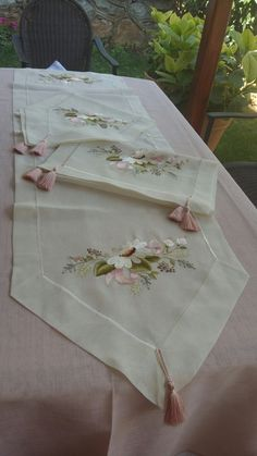Discover thousands of images about Ezgi Cig Bye Goodbye Guten Tag - Bird Embroidery, Embroidery Works, Hardanger Embroidery, Silk Ribbon Embroidery, Hand Embroidery Patterns, Vintage Embroidery, Machine Embroidery Designs, Embroidery Stitches, Applique Towels