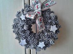 uDanky / Veniec biela zima Burlap Wreath, Wreaths, Halloween, Home Decor, Decoration Home, Door Wreaths, Room Decor, Burlap Garland, Deco Mesh Wreaths