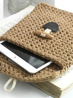 Pochette diy crochet                                      ᒲ Teresa Restegui ᒷ http://www.pinterest.com/teretegui/