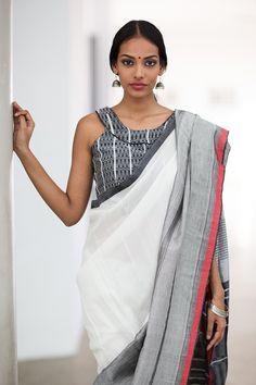 12 Amazing Dress Colors That Will Look Good on Dark Indian Skin Designer Sarees Collection, Saree Collection, Indian Dresses, Indian Outfits, Indian Clothes, Modern Saree, Saree Models, Stylish Sarees, Indian Attire