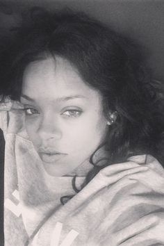 44 gorgeous celebrities who went makeup free on Instagram: Rihanna