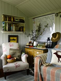 Autumn decorating ideas simple warm colour introduced on furniture and accessories
