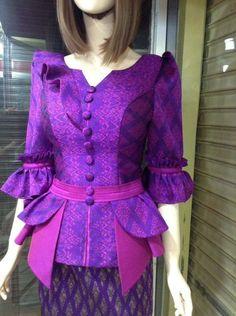 African Print Dress Designs, African Print Dresses, African Fashion Dresses, African Dress, Kurti Neck Designs, Saree Blouse Designs, Mode Batik, Myanmar Dress Design, African Blouses