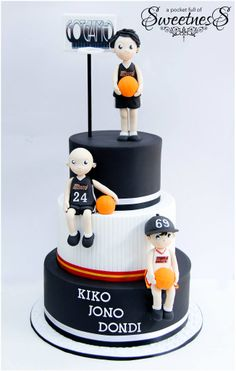 Black and white basketball themed cake created by Loan (A Pocket Full of Sweetness)