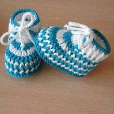 VERY EASY simple striped crochet baby shoesHow to Crochet Cuffed Baby Booties - Crochet IdeasKnitting Embroidery Videos and LessonsShose Baby's way of crochet steps Crochet Baby Boots, Knit Baby Booties, Booties Crochet, Crochet Baby Clothes, Crochet Slippers, Baby Slippers, Baby Booties Free Pattern, Crochet Socks Pattern, Baby Knitting Patterns