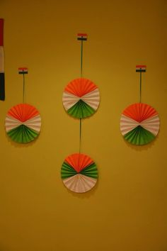 Handmade fans for the backdrop Independence Day Activities, 15 August Independence Day, Independence Day Decoration, Indian Independence Day, Happy Independence, Art N Craft, Craft Stick Crafts, Craft Work, Diy And Crafts
