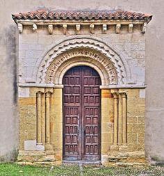 Portada Románica de la iglesia de San Esteban - Sograndio, Concejo de Oviedo, Principado de Asturias