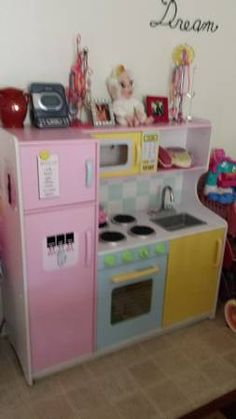 Kid craft kitchen set in excellent condition. Non smoking home. Including specs.