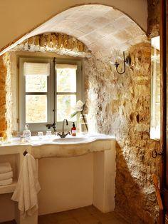 En el baño, también elementos estructurales a la vista